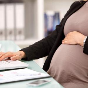 Hacienda tiene que devolver las retenciones del IRPF de las prestaciones de maternidad desde 2014